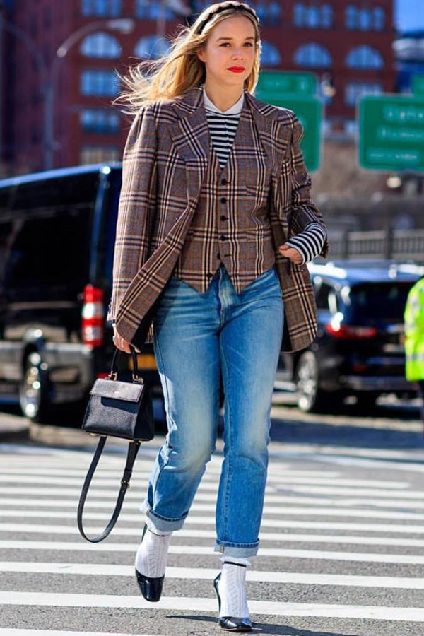 Chloe King , from Bergdorf Goodman Spotted throughout NYFW with our Elizabeth Mini Bag in Noir .