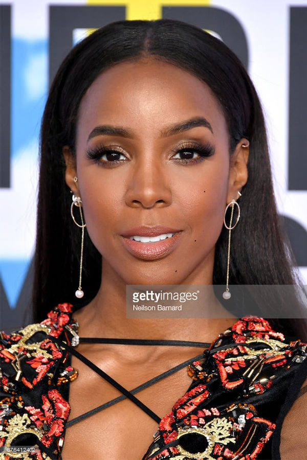 Kelly Rowland , Wears our 14K Gold Half Moon Pearl Drop Earrings to the American Music Awards.