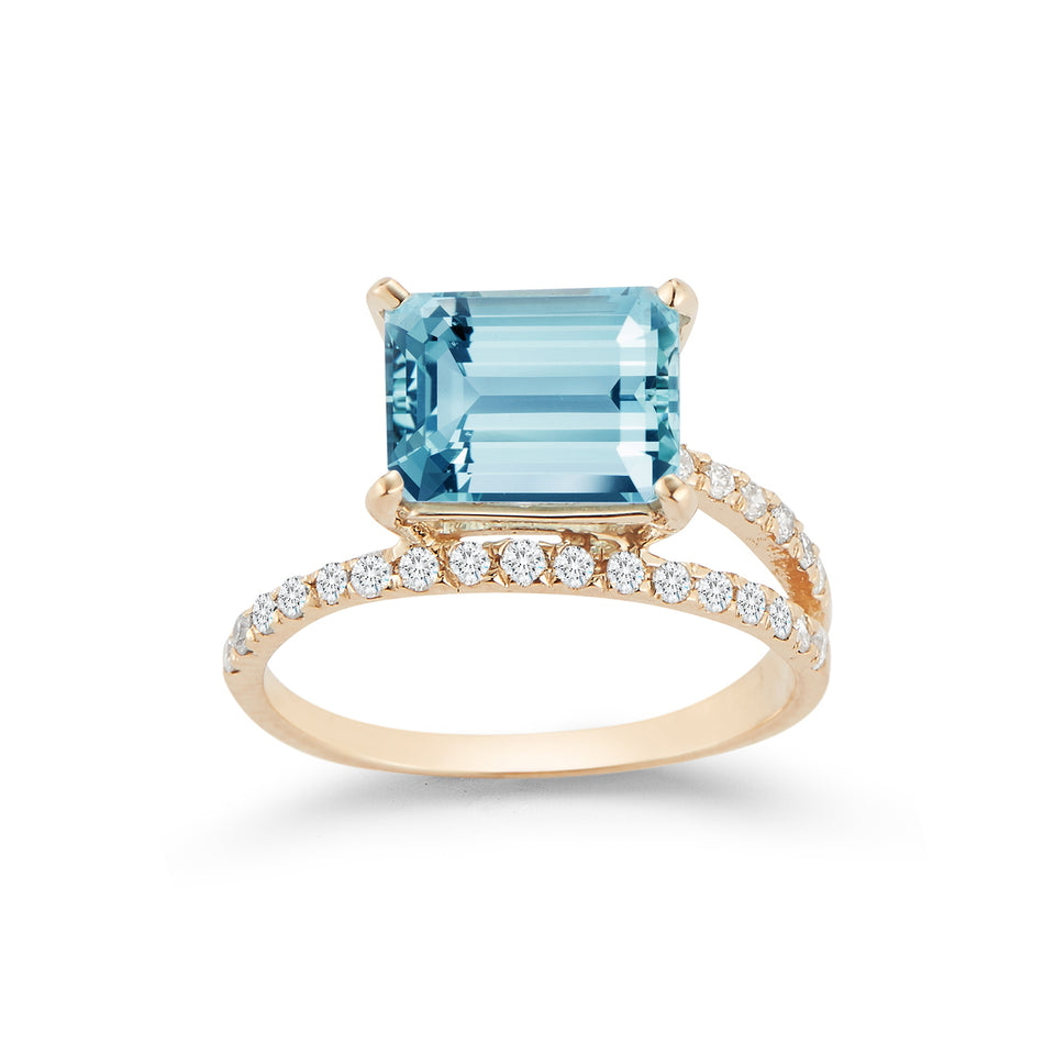 14kt Gold Blue Topaz Point of Focus Ring