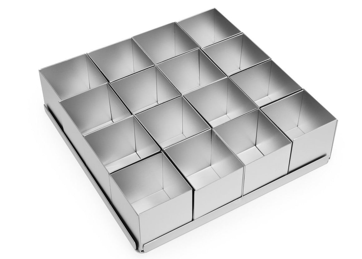 Silverwood bakeware  16 Piece 2 inch Square Multi Mini Set