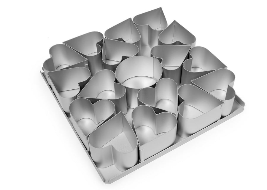Silverwood bakeware  16 Piece 2 1/2 inch Heart Multi Mini Set