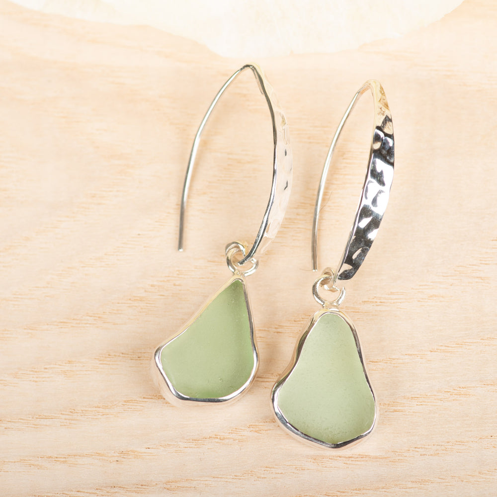 Slender Curve Hook Earring: Green