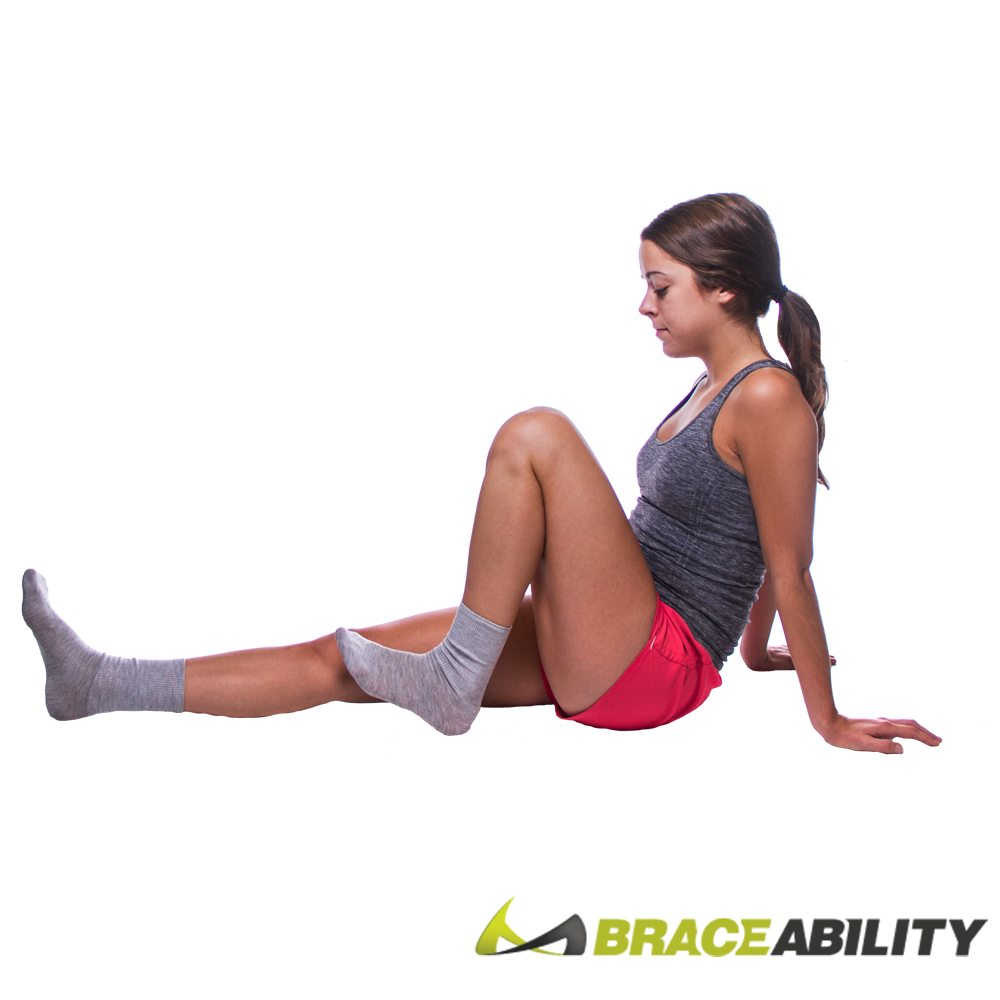 leg flexes stretch to reduce kneecap pain and knee inflamation