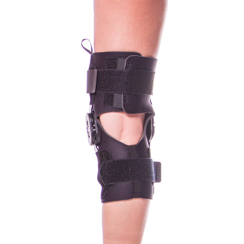 ffd1038b33 Premium-grade neoprene knee brace provides soothing warmth and is soft  against your skin