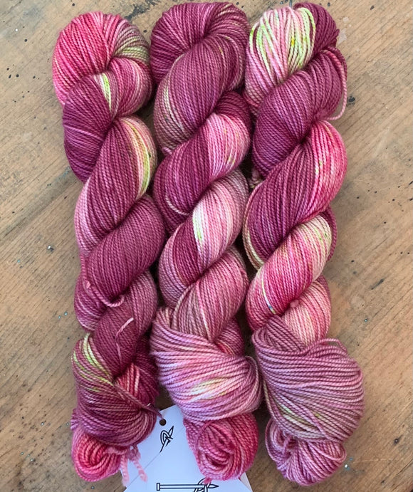 HELLEBORES - Hand dyed, 4ply, high twist merino, 50g