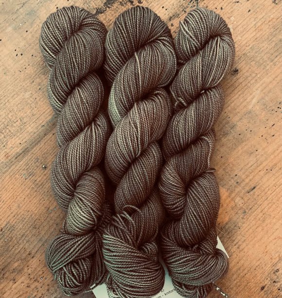 IN THE BUFF - Hand dyed, 4ply, high twist merino, 50g
