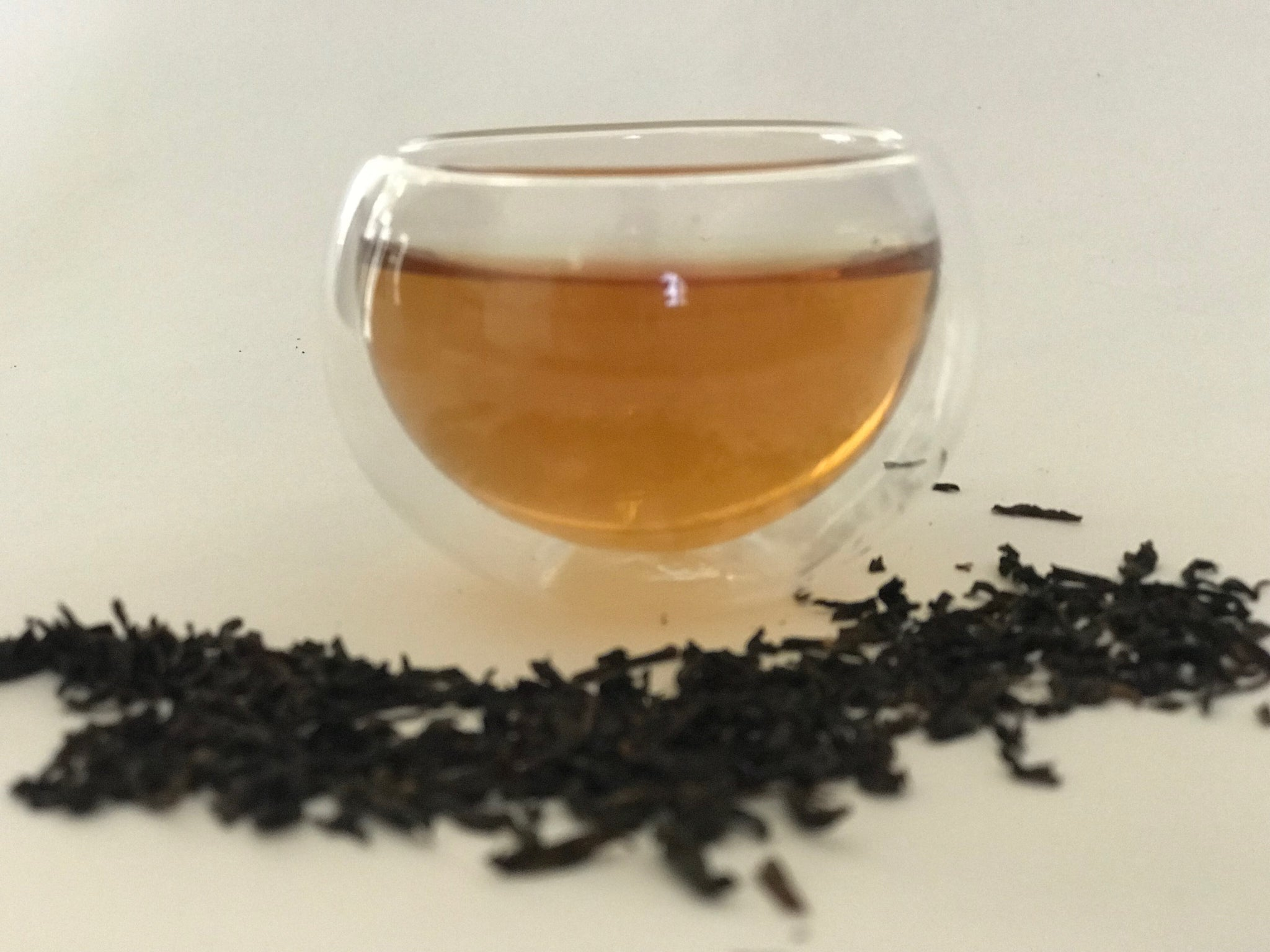 Lapsang Souchong (Smoky) is grown in the birthplace of black tea, Tong Mu Guan in Wuyi mountains in China. It is handcrafted and baked over pine wood using the traditional Chinese methods. It has a pine wood smoky aroma reminiscent of winter campfires and has a smooth taste with sweet and mellow aftertaste.