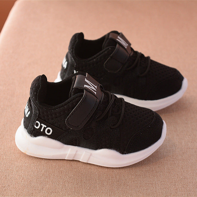 White mesh breathable shoes