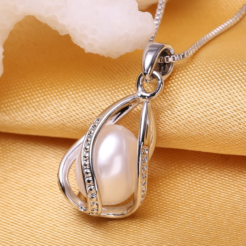 Women's Natural Freshwater Pearl Pendant Necklace