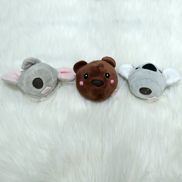 The squeezy plush toy keychain also functions as a stress relief toy. These cute keychains are a good fit for your backpacks.