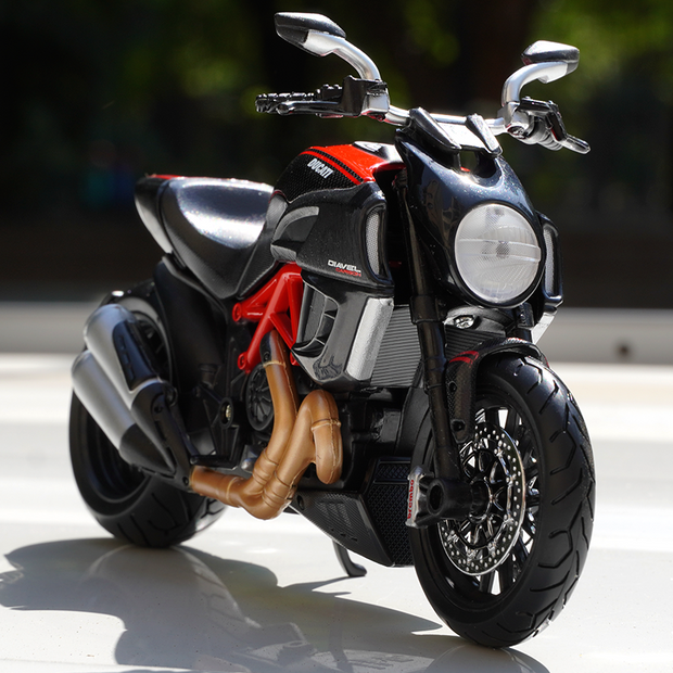 Ducati Diavel 1:12 Scale Diecast Bike Model