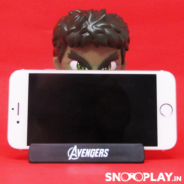 Horizontal view of Hulk Bobble Head Action Figure holding a phone in its built in phone stand.