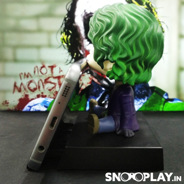 Side view of the Joker (heath ledger) bobblehead, a character from the movie The Dark Knight, of height 2.5 inches, with a phone holder.