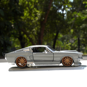 1967 Ford Mustang GT 1:24 Scale Diecast Model Car (With Opening Parts)