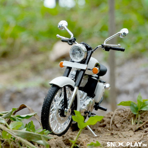 Buy Royal Enfield Classic 350 Die Cast Bike Model (White) 1:12 Scale model for home Decor and collectors Front