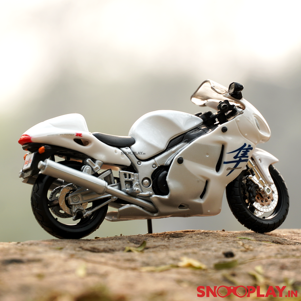 Buy the Suzuki GSX 1300R superbike scale model. It is 100% Original and Licensed  high quality replica of Suzuki GSX 1300R bike.