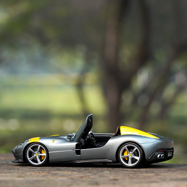 This scale model is an ideal gift for folks who love Ferrari and are a fan of diecast models, scale models and miniature model.