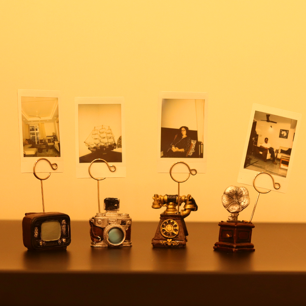 Photos captures the moments whilst the photo holder preserves those memories. We bring you the most beautiful vintage photo holder that let's you preserve those memorable polaroid pictures.