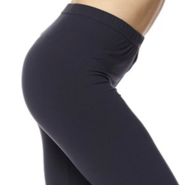 Curvy Elastic Band Capri Length Leggings