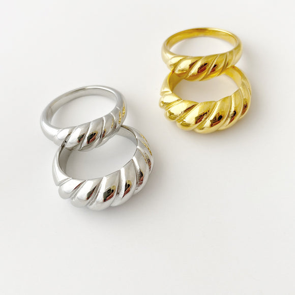 Croissant Twisted Dome Ring