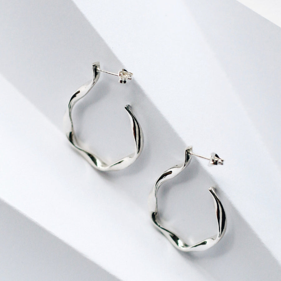 LOKA TWISTED HOOP EARRINGS