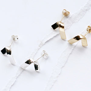 LOKA FOLDED STUD EARRING