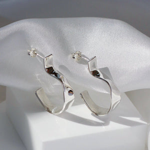 LOKA CURVE HOOP EARRINGS