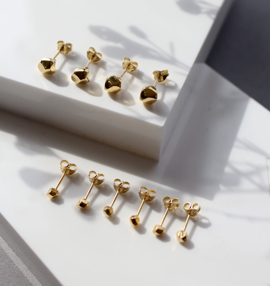 GOLD MANI STUD EARRINGS
