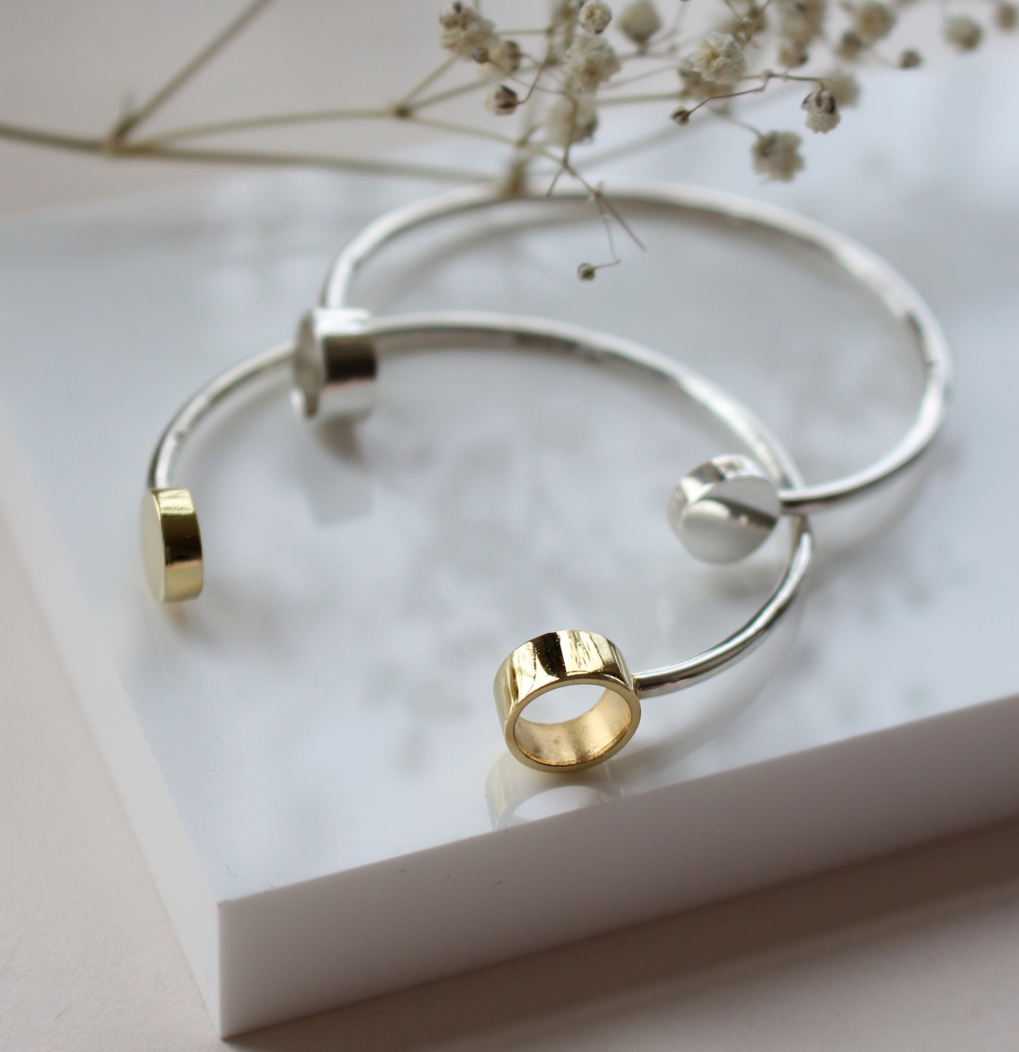 AMATI NEGATIVE SPACE BANGLE