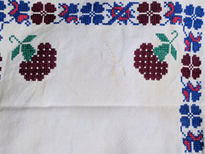 Embroidered linen, place mat