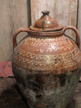 Romanian pot with lid