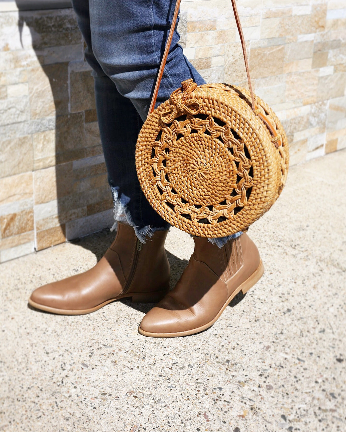 Straw Circular Crossbody