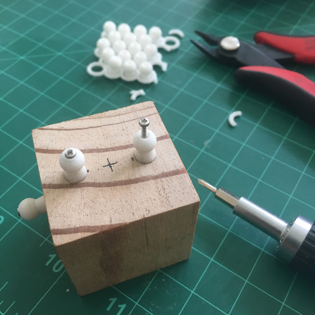 'Screw-on' ball adaptor set for ModiBot