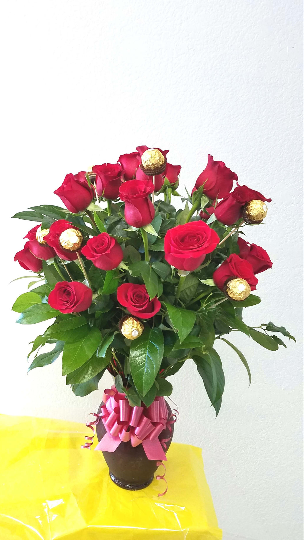 JF146-Roses & Chocolates Vase Arrangement