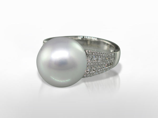 White South Sea Pearl & Diamond Ring
