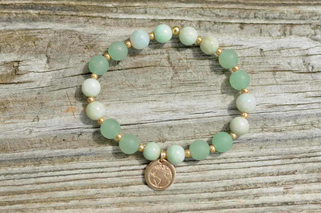 BE ONE. BE KIND. AVENTURINE AND AMAZONITE BRACELET WITH GOLD GLASS BEADS