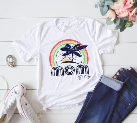 MOM OFF DUTY GRAPHIC TEE