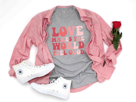 LOVE MAKES THE WORLD FEEL GOOD GRAPHIC TEE