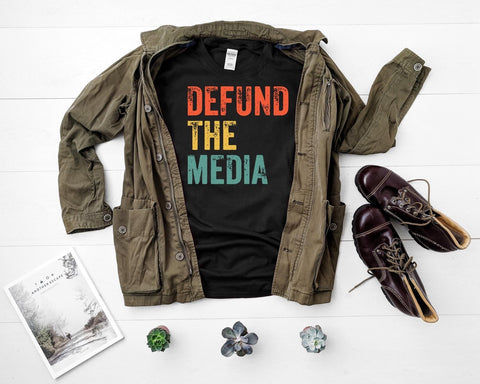 DEFUND THE MEDIA GRAPHIC TEE