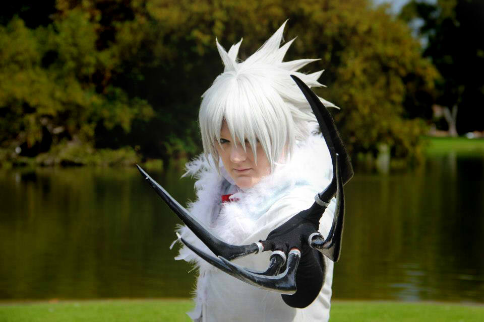 Show Us Your Moves: KanraKami Cosplays Allen Walker from D.Gray-Man!