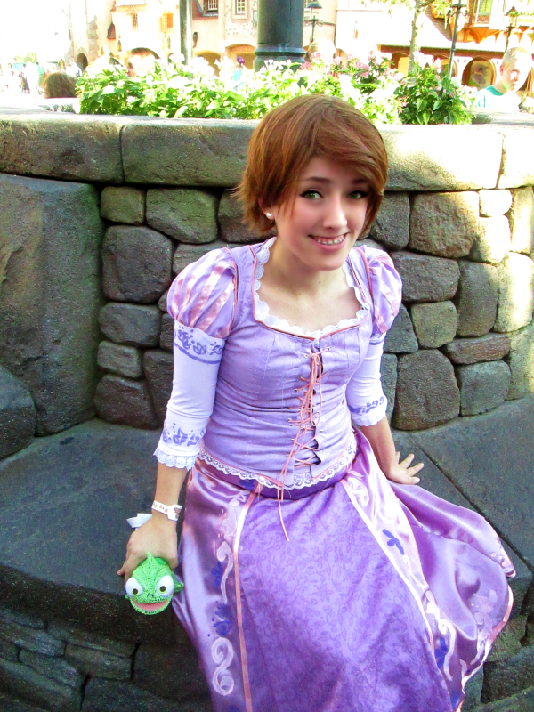 Show Us Your Moves Bri Cosplays Rapunzel From Tangled