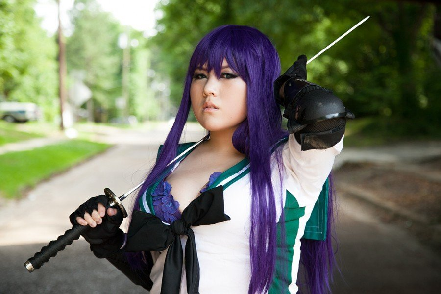 Show Us Your Moves: Kimihako Blade Cosplays Saeko from Highschool of the Dead!