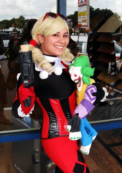 Show Us Your Moves: LadyofSparda Cosplays Harley Quinn From Batman!
