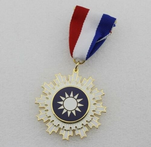 Chinese KMT Kuomintang of China Badge Order Of Blue Sky And White Sun Medal