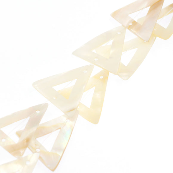 (mop035) Flat Mother of Pearl Triangles