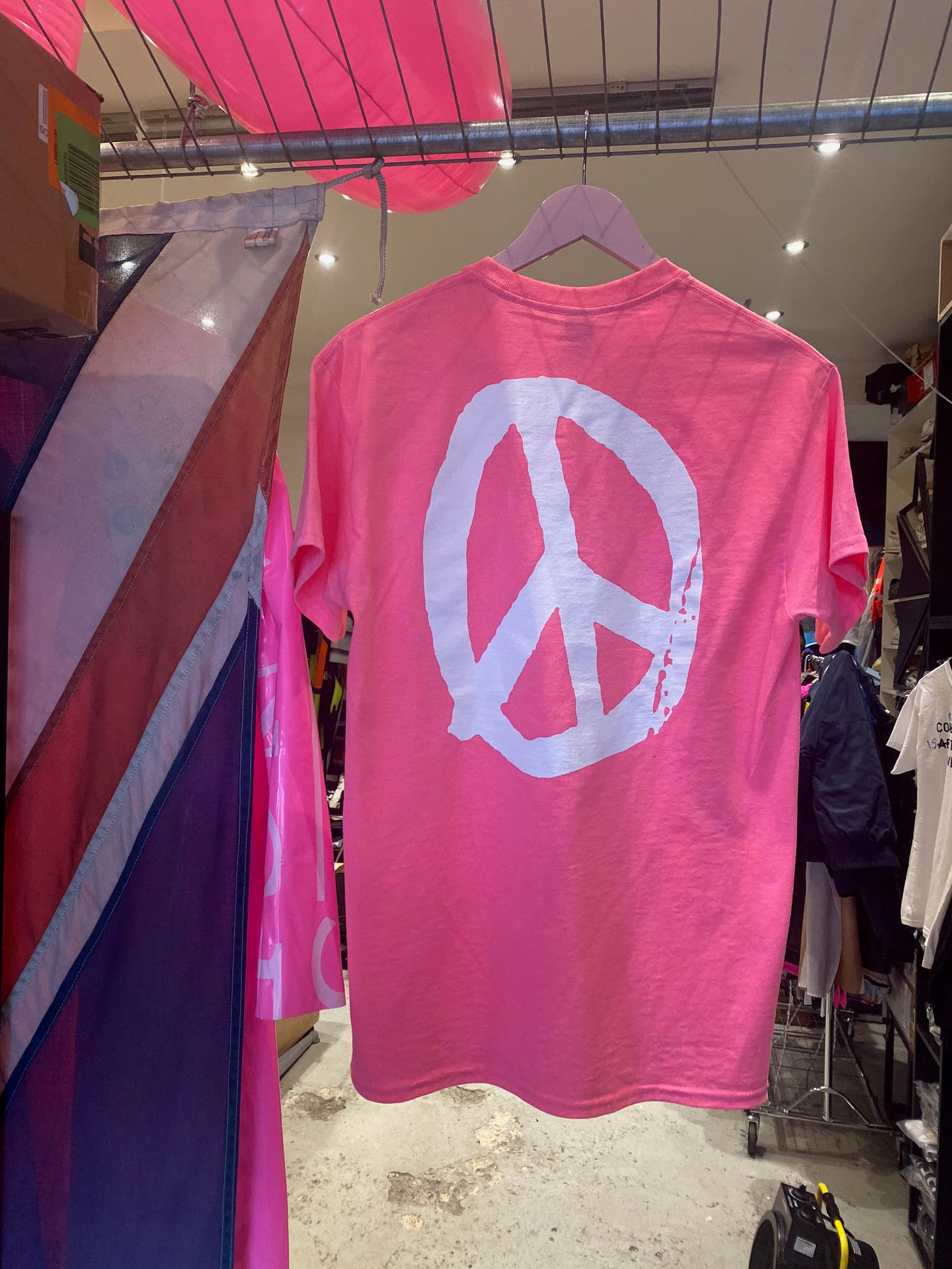 YES PEACE T-SHIRT NEON PINK