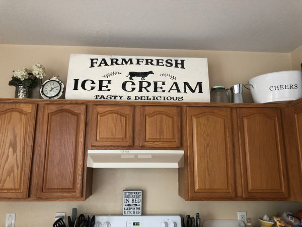 Farm Fresh Ice Cream sign
