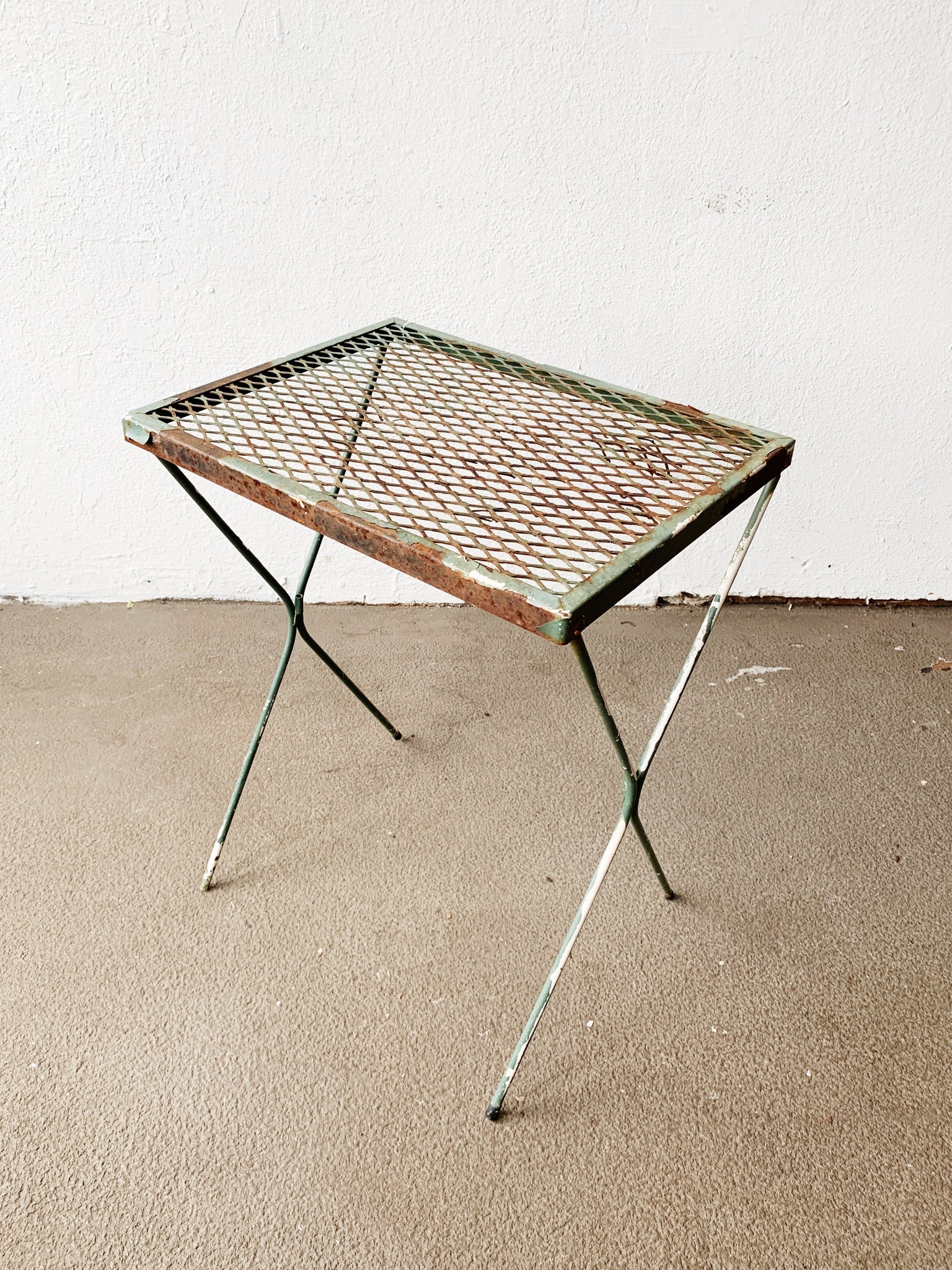 Mid Century Iron Patio / Plsnt Tanle