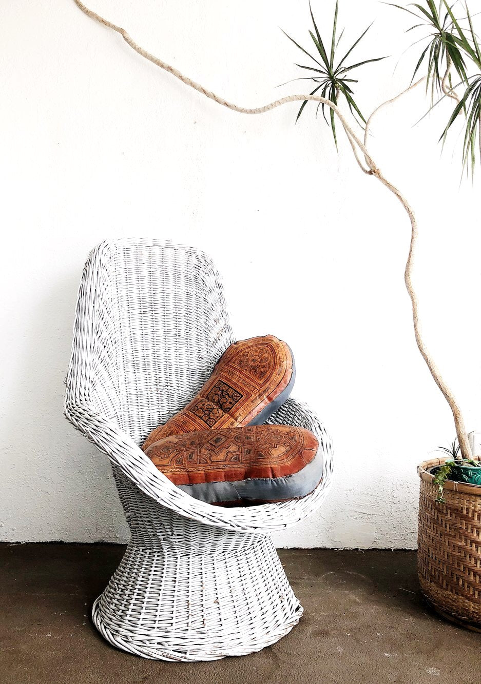Curvy Vintage Wicker Chair