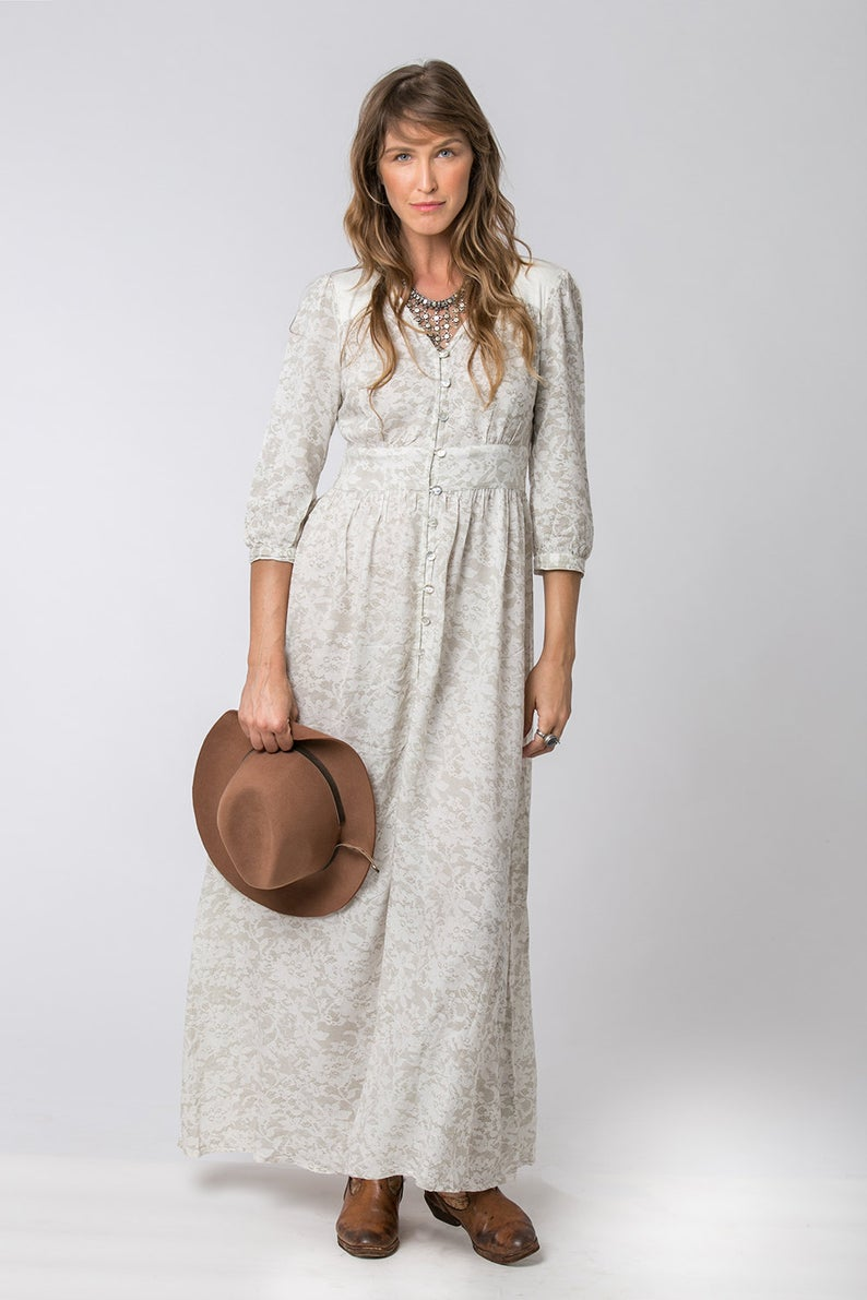Long Feminine Dress with Beige Lace Print